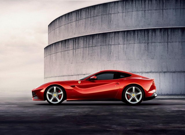 Ferrari F12 Berlinetta Picture 4