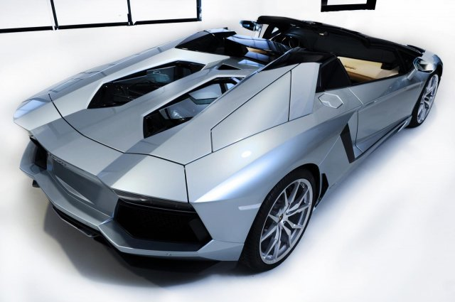 lamborghini aventador roadster 18 Gallery