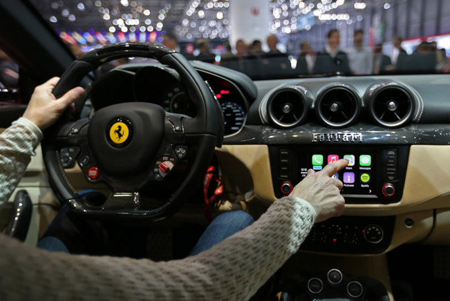 ferrari ff Apple CarPlay tt Ferrari FF   The first model with Apple CarPlay [video]