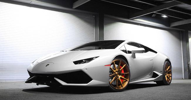 Lamborghini Huracan Black di Forza BM12 by Savini Wheels