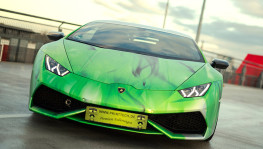 2016 Print Tech Lamborghini Huracan Bull Wrapped Tricolor Flames Chrom Design Front Angle